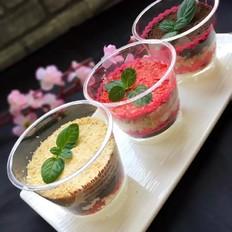 草莓冻干水果木糠杯