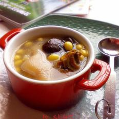 冬菇黄豆猪蹄汤