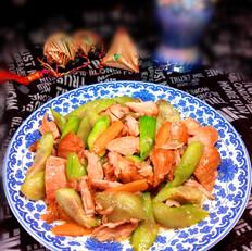 丝瓜炒鸡腿肉