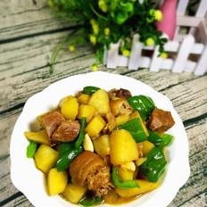肘子肉炖土豆青椒