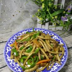 青椒鸡肉炒茶树菇的做法