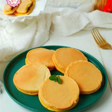 玉米面做的小饼,柔软香甜,孩子特喜欢