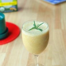 半个香蕉半杯奶,加一个小芒果做果汁,营养好喝不长胖