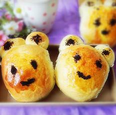 椰蓉奶黄馅花脸熊面包