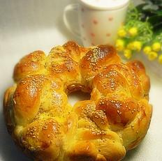 淡奶油肉松盘花面包
