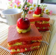 红丝绒樱桃蛋奶酱蛋糕