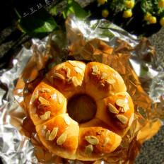淡奶油花环面包