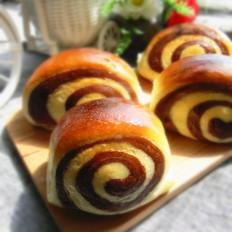 双色面包卷