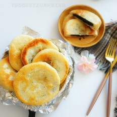 豆沙黑芝麻发面饼