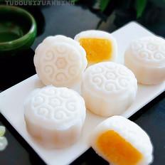 奶黄椰蓉冰皮月饼