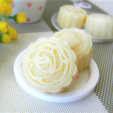 冰皮椰蓉奶黄馅月饼