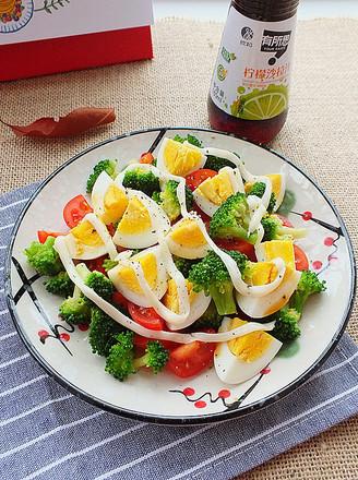 西蓝花鸡蛋沙拉的做法