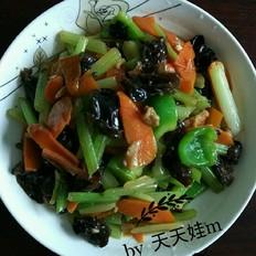 胡萝卜木耳炒芹菜