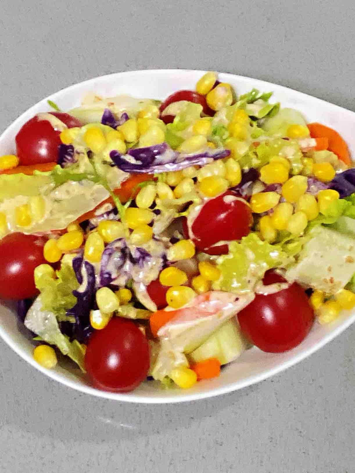 七彩蔬菜沙拉,颜值与美味并存,香甜爽口,每一口都意犹未尽~的做法