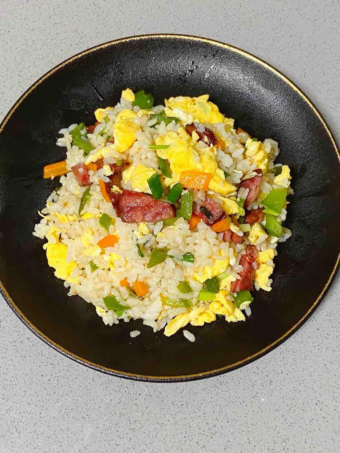 【孕妇食谱】腊肠时蔬炒饭,颜色好看,味道超赞~的做法