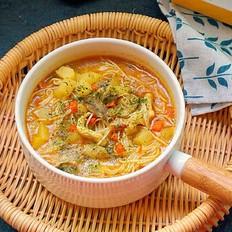 泰式咖喱鸡肉面汤