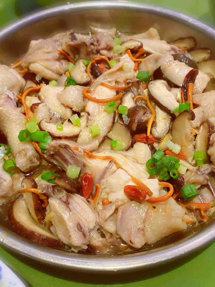 香菇虫草花蒸滑鸡