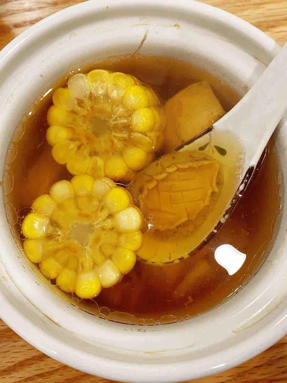 猪骨粟米炖鲍鱼