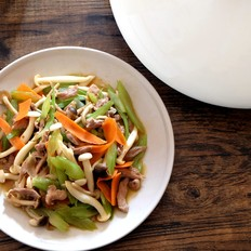 芹菜炒蘑菇