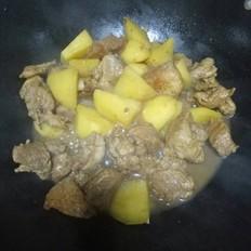 土豆烧肉块