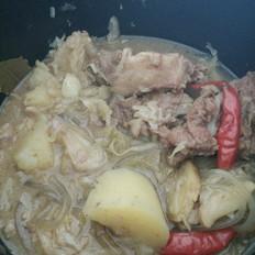 砂锅猪骨烩酸菜粉条