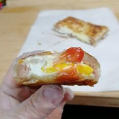 芝士火腿午餐肉鸡蛋手抓饼,三分钟搞定。