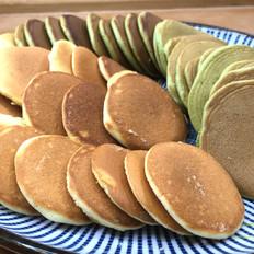 双色奶香小松饼,柔软香甜、充满奶香味。