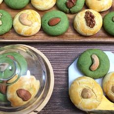 双色杏仁酥,食材简单,制作方便。