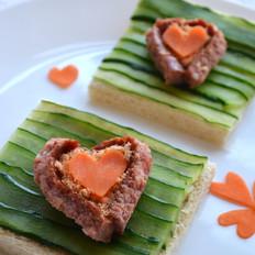 爱心牛肉肠吐司早餐