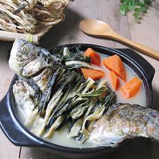 胡萝卜鲫鱼菜干汤