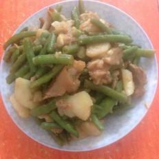 美容猪蹄炖豆角土豆