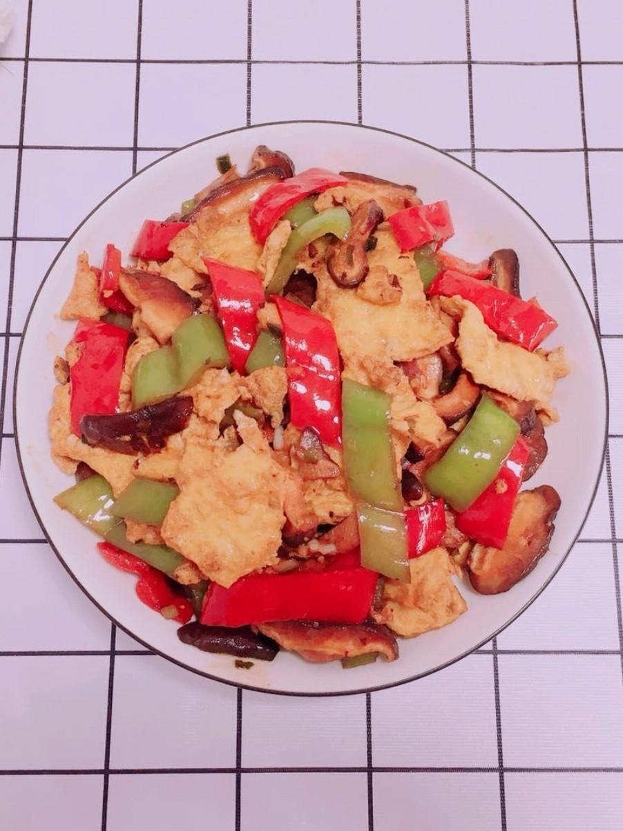 青红尖椒香菇炒鸡蛋
