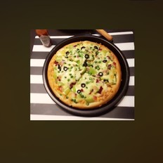 面包边薄底至尊披萨