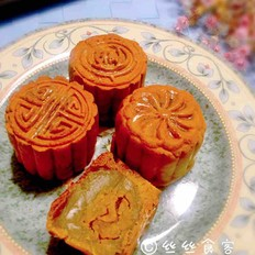 蛋黄莲蓉广式月饼