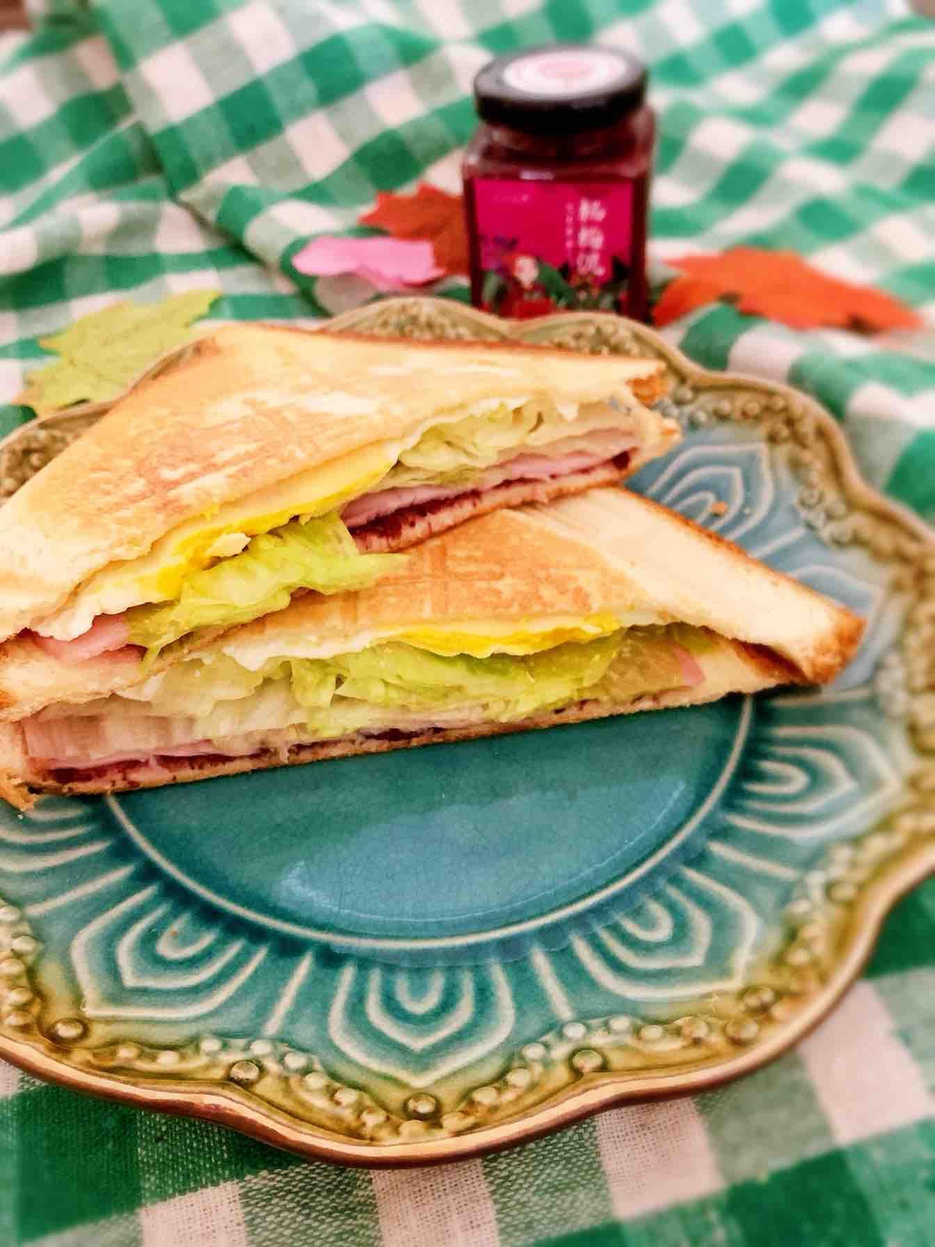 杨梅泥鸡蛋火腿三明治