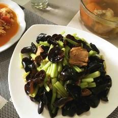 木耳芹菜炒回锅肉
