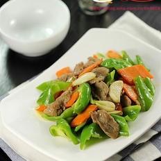 青椒胡萝卜炒鸭脯肉