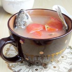 番茄滾鯽魚湯