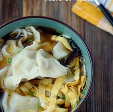 鱿鱼鲜肉芹菜汤饺