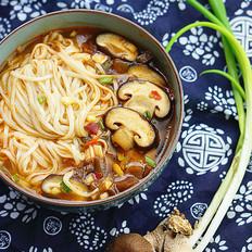 香菇杂酱汤面