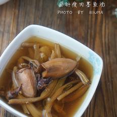 金针瘦肉墨鱼汤