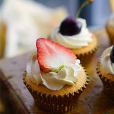草莓金杯蛋糕
