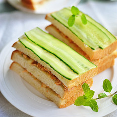 金枪鱼黄瓜三明治的做法