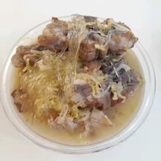 东北名菜之一酸菜粉条炖猪颈骨