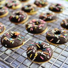 缤纷巧克力迷你甜甜圈