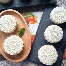 豆沙椰蓉冰皮月饼