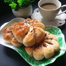 炼乳紫薯菊花面包