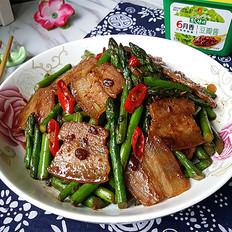 豆瓣酱芦笋炒咸肉