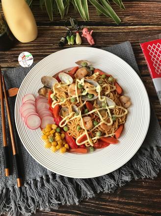 网红海鲜沙拉炒面的做法