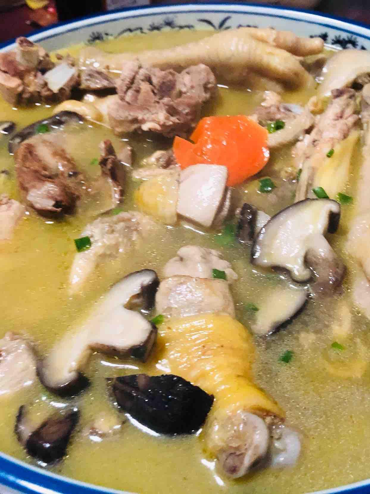 芦花鸡蘑菇汤